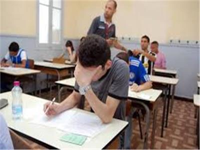 طلاب الثانوية العامة «المؤجلين» يؤدون آخر امتحاناتهم