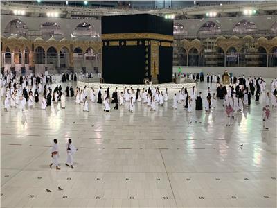 عاجل | ننشر أول صور لوفد معتمري الخارج داخل المسجد الحرام