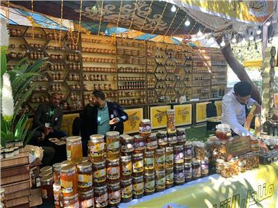 إقبال جماهيري مكثف على مهرجان العسل المصري