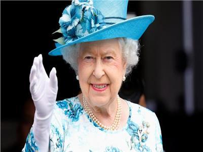 قفازات جديدة تحمي من «كورونا» للملكة إليزابيث