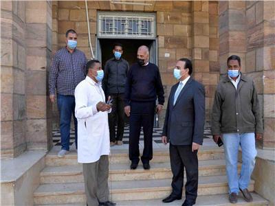 نائب محافظ الأقصر يتفقد مستشفى الصدر بإسنا