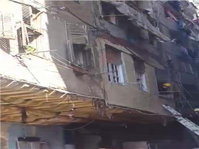 مصرع شخصين وإصابة 4 آخرين في انهيار جزئي لعقار بالإسكندرية | فيديو