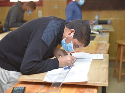 طلاب كليتي التربية والهندسة بسوهاج يواصلون امتحانات الفصل الدراسي الأول