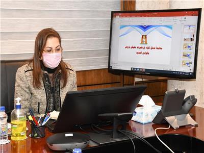 وزيرة التخطيط ومحافظ الوادي الجديد يناقشان عددا من المشروعات الاستثمارية