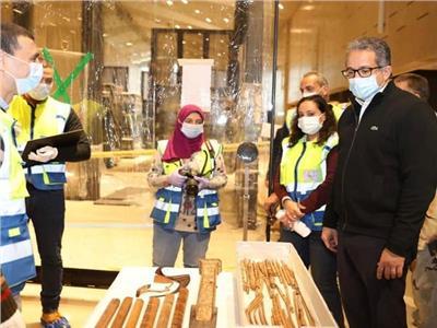 وزير السياحة يشهد إعادة تركيب تمثال رمسيس الثاني بالمتحف المصري الكبير