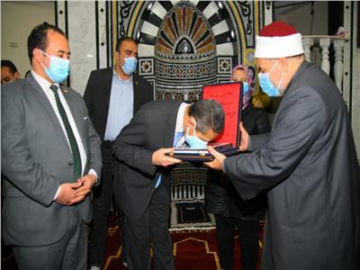 محافظ الغربية يفتتح مسجدين ويتفقد سوق بسيون النموذجي