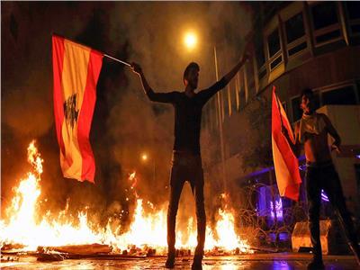 تظاهرات لبنان.. مسيرة جديدة تجوب شوارع قرية تنديدًا بالأوضاع المعيشية
