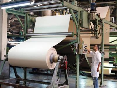«اتحاد المستثمرين» يطالب بوقف تصدير الورق وتسهيل استيراده