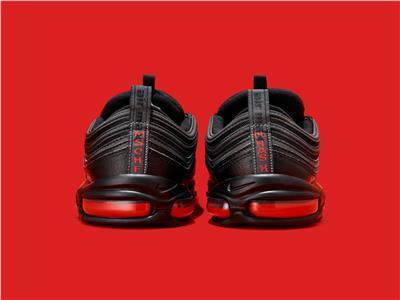 «حذاء الشيطان» مصنوع من «دم بشري» والسعر 1018 دولار
