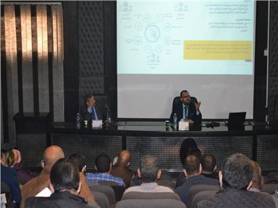 رئيس القابضة لكهرباء مصر يوجه الشكر لوزير المالية