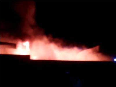 حريق بمصنع مفروشات بالمنطقة الصينية في السويس والدفع بـ 5 سيارات إطفاء