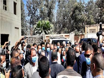 أهالي نجع حمادي يحاصرون وزيرة الصحة: «مش لاقيين مكان نتعالج فيه»