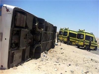 إصابة ١٣ عاملا إثر انقلاب أتوبيس رحلات بمدينة السادات