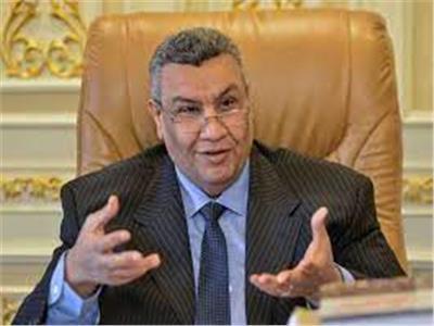 برلماني يطالب بتعليق الدراسة والتوسع في مراكز تلقى لقاح كورونا بسوهاج