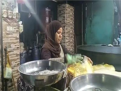 حكايات| «كنافة الضراير».. حلويات رمضان تجمع زوجتين تحت سقف «فرشة واحدة»