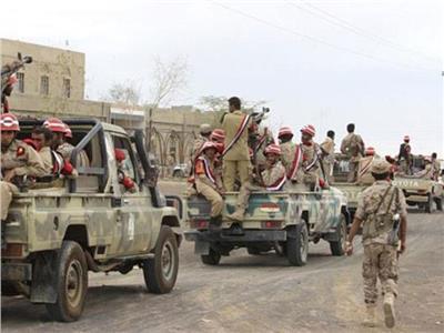 الجيش اليمني يستهدف ميليشيا الحوثي بقصف مدفعي غربي البلاد