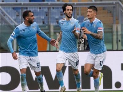 لاتسيو يعزز آماله الأوروبية بفوز درامي على جنوى في «الكالتشيو الإيطالي»