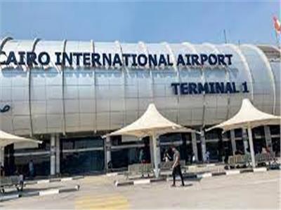منع هندي بمطار القاهرة من دخول البلاد بعد التأكد من إصابته بسلالة كورونا الهندية