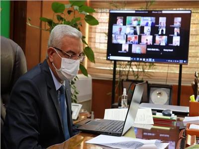 رئيس جامعة المنوفية يتابع مع عمداء الكليات استعدادات امتحانات نهاية العام