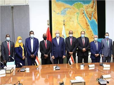 وزيرا الزراعة المصري والسوداني يعتمدا محضر لجنة إنشاء مزرعة للإنتاج الحيواني  صور