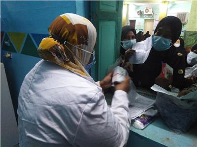 الكشف على 2450 مواطنا بالمجان ضمن القوافل الطبية في أسوان