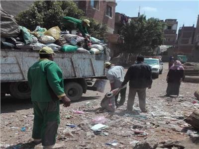 رفع تجمعات القمامه بإجمالي 180 طن بقرى الشهداء بالمنوفية
