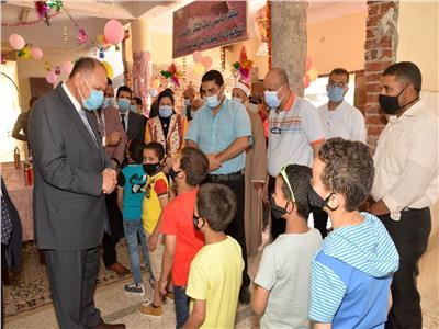 محافظ أسيوط  يشارك الأطفال الأيتام فرحتهم بـ«عيد الفطر المبارك»