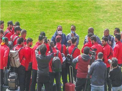 مدرب الأهلي : زيارة الخطيب للاعبين سر الفوز على صن داونز