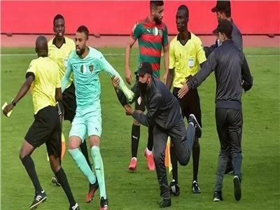 «للاعتداء على الحكم».. إيقاف لاعبين من مولودية الجزائر لمدة 12 شهرًا