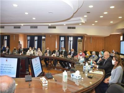 رئيس جامعة القاهرة يشيد بجهود الأطقم الطبية المميزة