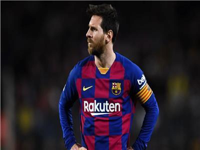 «قميص برشلونة» يكشف حقيقة رحيل «ميسي» رغم أنباء تجديد عقده