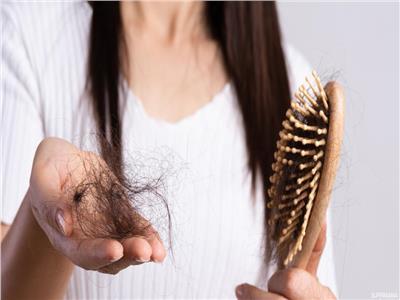 تعرف على الأطعمة التي تتسبب في تساقط الشعر| فيديو
