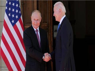 تمثال كريستال ونظارة شمسية.. تعرف على هدايا البيت الأبيض للرئيس الروسي