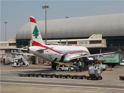 اندلاع حريق هائل بمحيط مطار رفيق الحريري في لبنان | فيديو