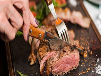 تجنب تناول اللحوم مع هذه الأطعمة.. تمنع امتصاص الحديد