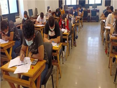 عميد «حاسبات عين شمس» تتفقد لجان امتحانات الفصل الدراسي الثاني