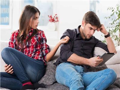 حب ورومانسية| المرأة المرتبطة برجل يقلل من شأنها بشكل دائم