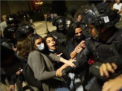 خاص| ناشطة من «الشيخ جراح»: المستوطنون اعتادوا الاعتداء على الأهالي مساءً
