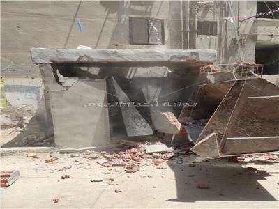 إزالة غرفة مخالفة وحواجز حديدية بشوارع إمبابة في الجيزة | صور