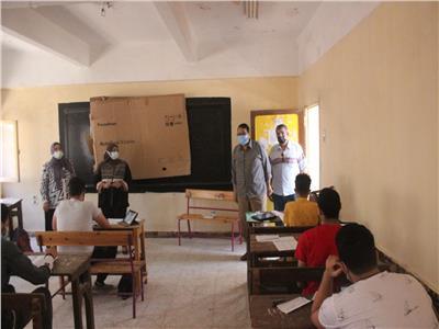وكيل تعليم الغربية.. يتابع اليوم الأول من الامتحان التجريبي للثانوية العامة