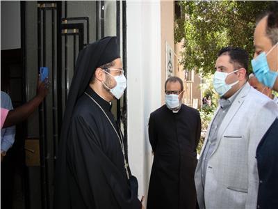 الأنبا باخوم يستقبل نائب محافظ القاهرة بمقر جمعية العناية الآلهية