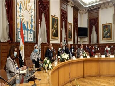 محافظ القاهرة: إنشاء المحاور والطرق الجديدة لحل الاختناق المروري