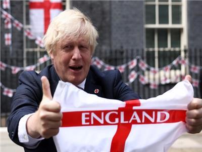 بوريس جونسون يزين منزله بأعلام إنجلترا قبل نهائي اليورو ضد إيطاليا