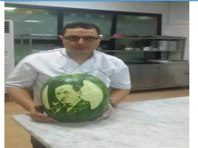 حكايات  شيف المحلة العالمي.. نحات وجوه المشاهير على الخضروات والفاكهة