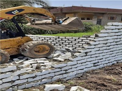 إزالة 10 حالات تعدي على الأراضي الزراعية في بني سويف