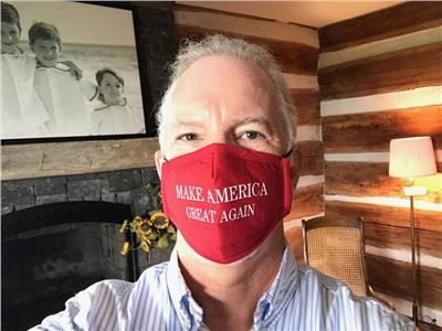 حالته «خطيرة للغاية».. مذيع أمريكي هاجم حملات اللقاح فأصيب بكورونا