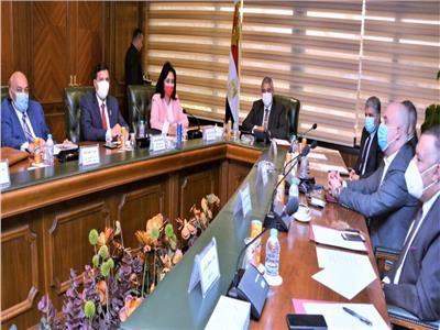 اجتماع تنسيقى بين الطيران والسياحة والصحة لمناقشة تطبيق الإجراءات الاحترازية