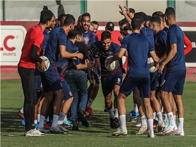 «في الصباحية».. حمدي فتحي في مران الأهلي واحتفال خاص من اللاعبين |فيديو