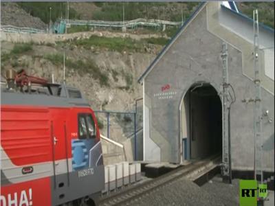 روسيا تفتتح نفقا  للسكك الحديدية في قلب جبال بايكال..  فيديو