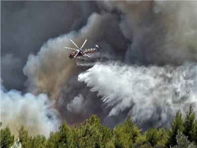310 رجال مطافي و10 طائرات هيليكوبتر.. مسن يتسبب في حريق هائل في أثينا